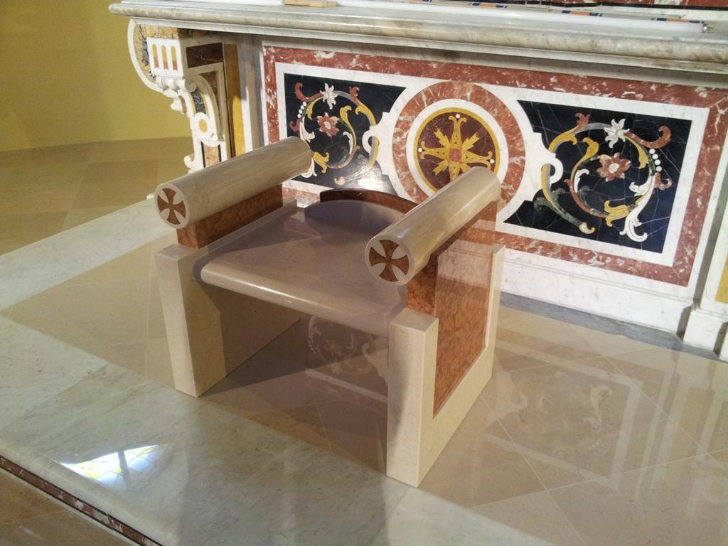 Arredo sacro chiesa santa maria delle grazie barile pz for Arredo sacro